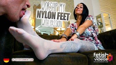 169193 - Lick my nylon feet!