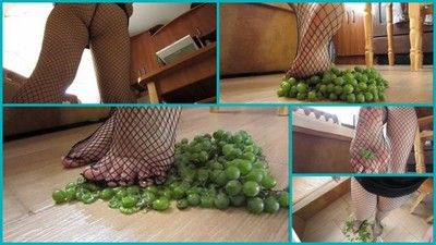 103968 - I crush grapes.