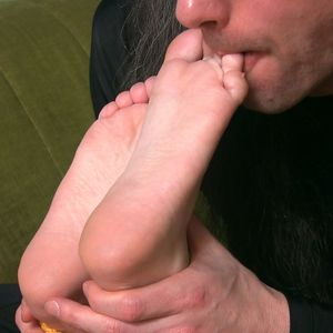 109575 - Those sweet toes, how sweet they taste!
