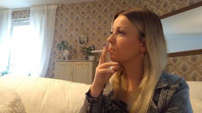 109372 - Lady Bella smokes a cigarette