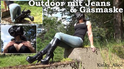 114097 - Outdoor with jeans and gasmask