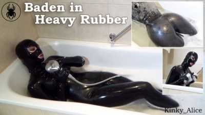 122453 - Bathtime in Heavy Rubber