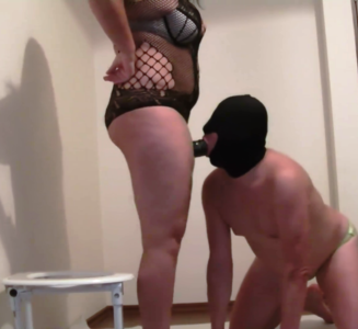 120899 - Goddess Roberta - chastity humiliation before toilet slavery