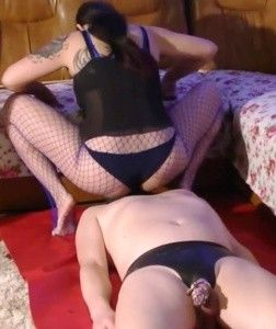 120906 - Mistress Roberta facesitting chastity slut through blue hosiery