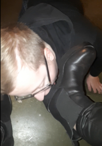 128543 - My slave has to lick my boots