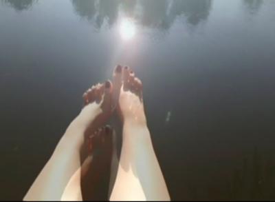 128763 - Fall so deep into my feet!