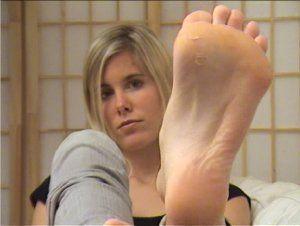 4689 - sweet girl takes off her socks
