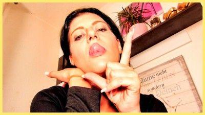 133235 - Sensual Lips Teasing
