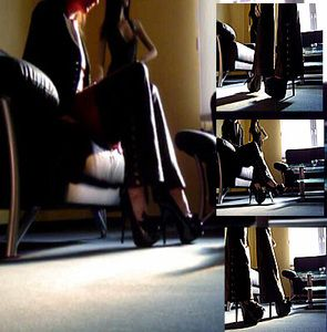 11700 - In the show room from Crazy-Outfits, black patent leather heels