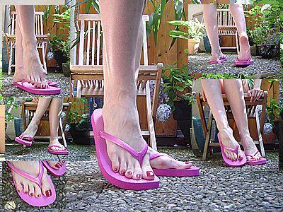 11886 - Pink Flip Flops in the garden, leg crossing, dangling and relaxing