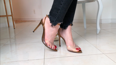 166146 - DANGLING WITH RED NAILS AND EXTREMELY SEXY SANDAL