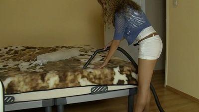 55714 - VACUUMING - K - KLAUDIA WILL CLEAN YOUR ROOM