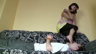 66194 - ANNAS FOOT DOMINATION