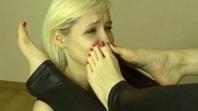 66272 - FEMALE FIGHT - 2 DOMMES SURPRISED BY MAID