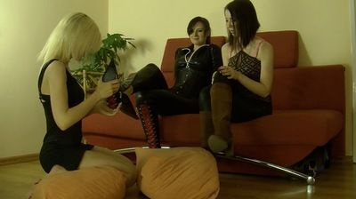 66289 - 2 DOMMES SURPRISED BY MAID - A