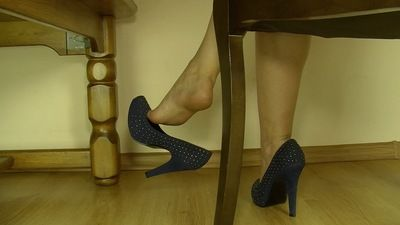 66676 - SECRETARY SHOE FETISH MASTURBATION INSTRUCTION