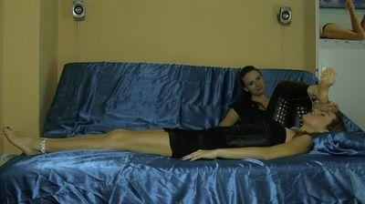 68619 - VERONICA TRAIN GIRLS TO WARM HER FEET - MIX - 01