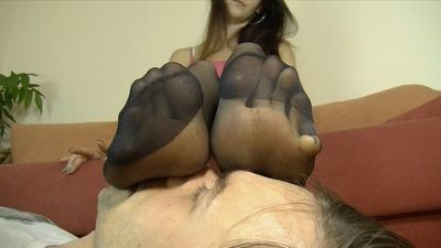 69233 - SMELLY LONG TOES OF PAULINA
