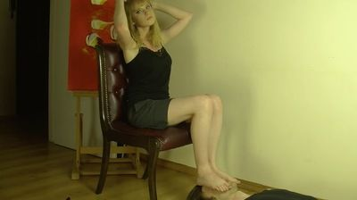 69280 - UNDER TEENAGER FEET