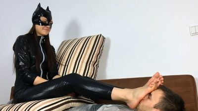 96907 - Big Foot Cat Woman