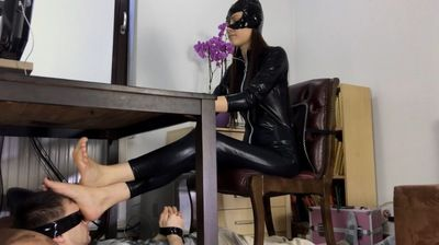 97598 - Cat Woman Footrest
