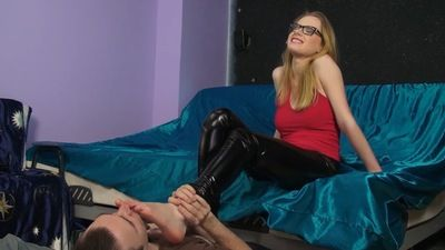 97629 - Worship Of Blondes Shoes And Feet