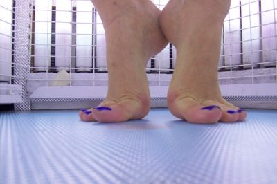 21318 - Tanning Tippy Toes