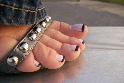 23038 - Bleacher Feet II