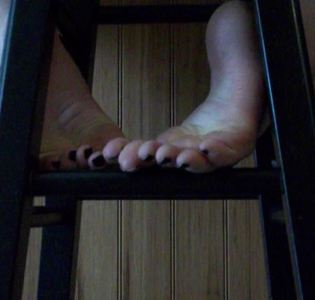 28797 - Spying on my Feet from behind