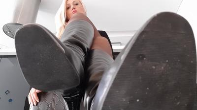 114340 - Office Boots Worship