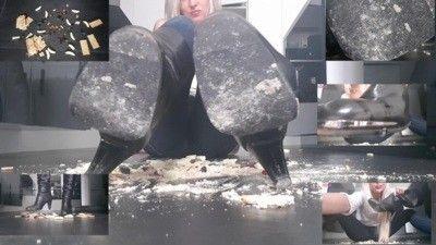 116157 - Dessert Under Boots