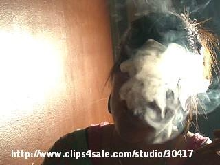 20966 - Queen Faith Smoking Nose exhale