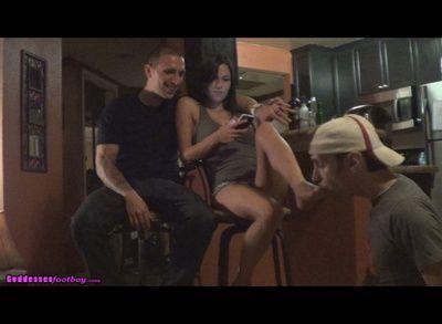 75178 - Slave tastes her feet, boyfriend tastes her lips