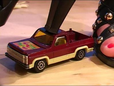 21603 - Modelcar Crush