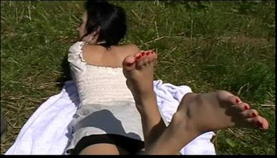 21609 - Barefeet on the Lawn