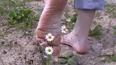 21780 - Puma sandals in the dirt