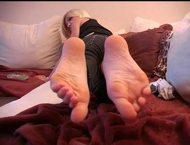23055 - barefoot