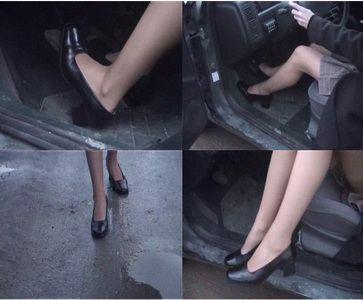 1021 - Air hostess pedal pumping