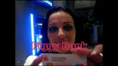 35204 - Human Cash ATM, Piggy Bank, Bankautomat der Geldherrin