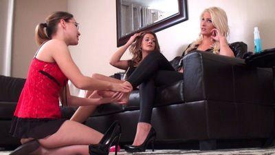 44159 - My Female Pedicure Slave