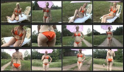 95125 - Bikini And Rain