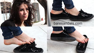 30662 - Giulietta foot dipping in black sneakers