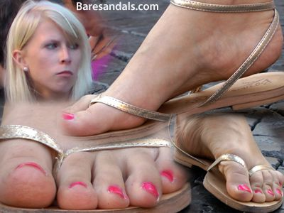 45505 - Feet in shiny sandals candids