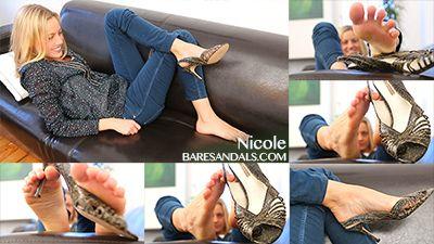 71911 - Nicole teasing soles and toes in green elegant high heel sandals - update 4040