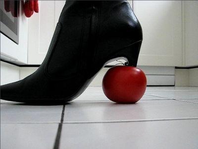 23796 - Crushing a tomato
