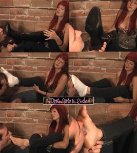 57221 - Amelia's Addicted Foot Slave