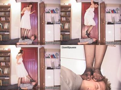 27902 - Nadine Wants Heels!