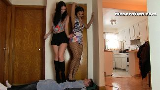 76365 - Kylee Introduces Jade to Trampling!