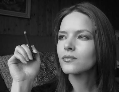 27568 - Sexy smoker