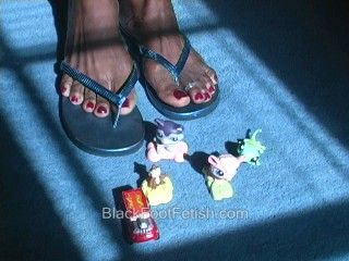 26084 - Ebony Giantess Crushing Toys In Flip Flops
